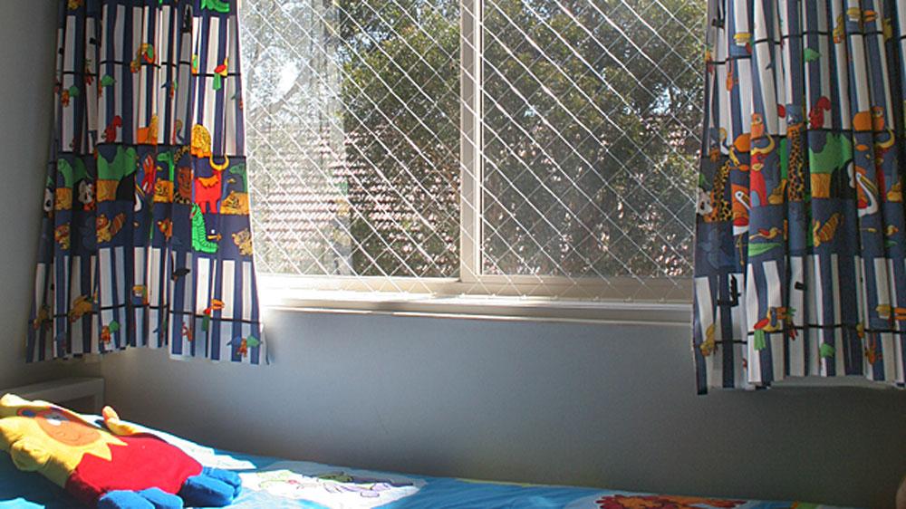 Sistema di rete anticaduta per bambini per finestre e balconi - Protezione per finestre ...